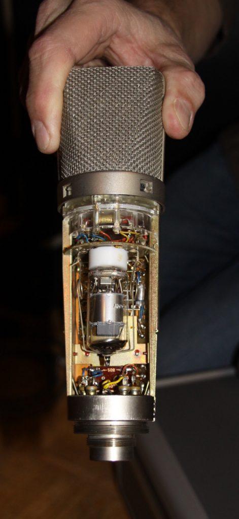 The tube inside the Neumann U67.